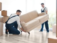 Astuces pour déménager un canapé en toute sécurité